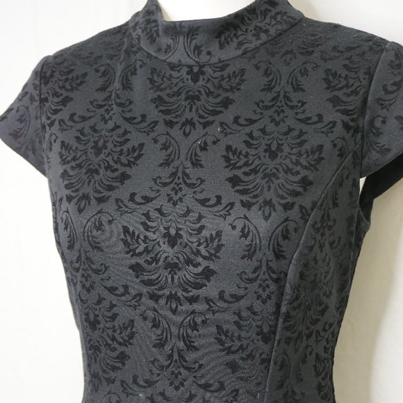 Eliza J. EUC Baroque Dress 🌺BUNDLE & SAVE 🌺